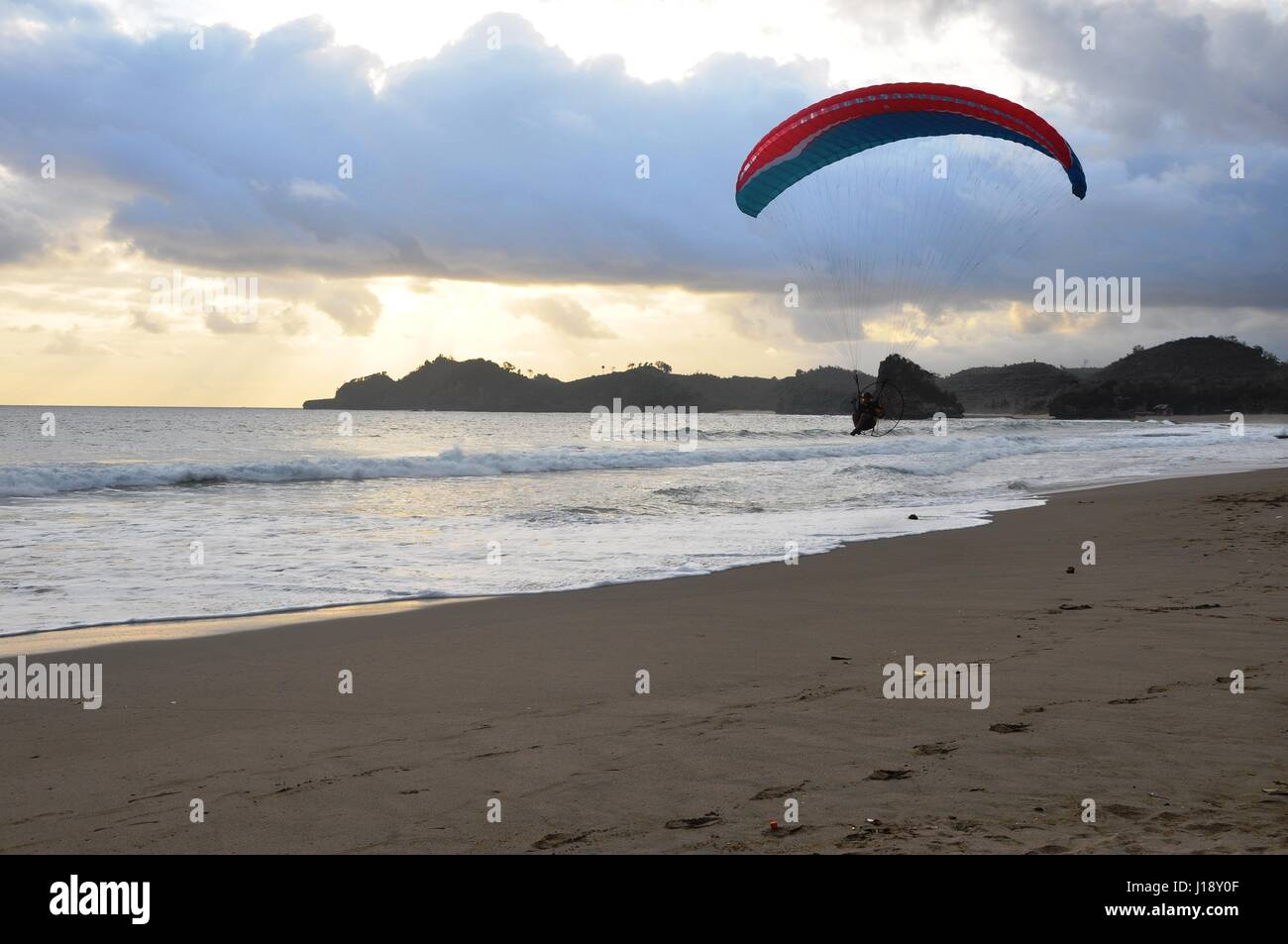 shoring with paragliding in the beach - Stock Image