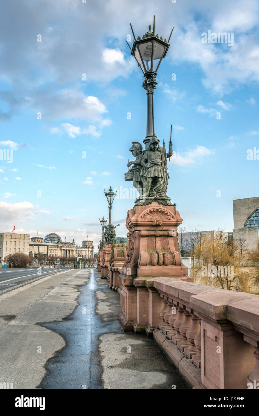 Ancient street lamp at Moltke Bridge across the River Spree at the Government Quarter of Berlin, Germany - Stock Image