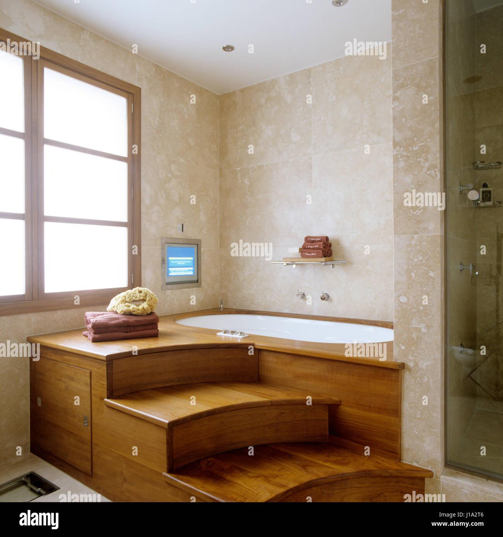 Steps To Bathtub Stock Photos & Steps To Bathtub Stock Images - Alamy