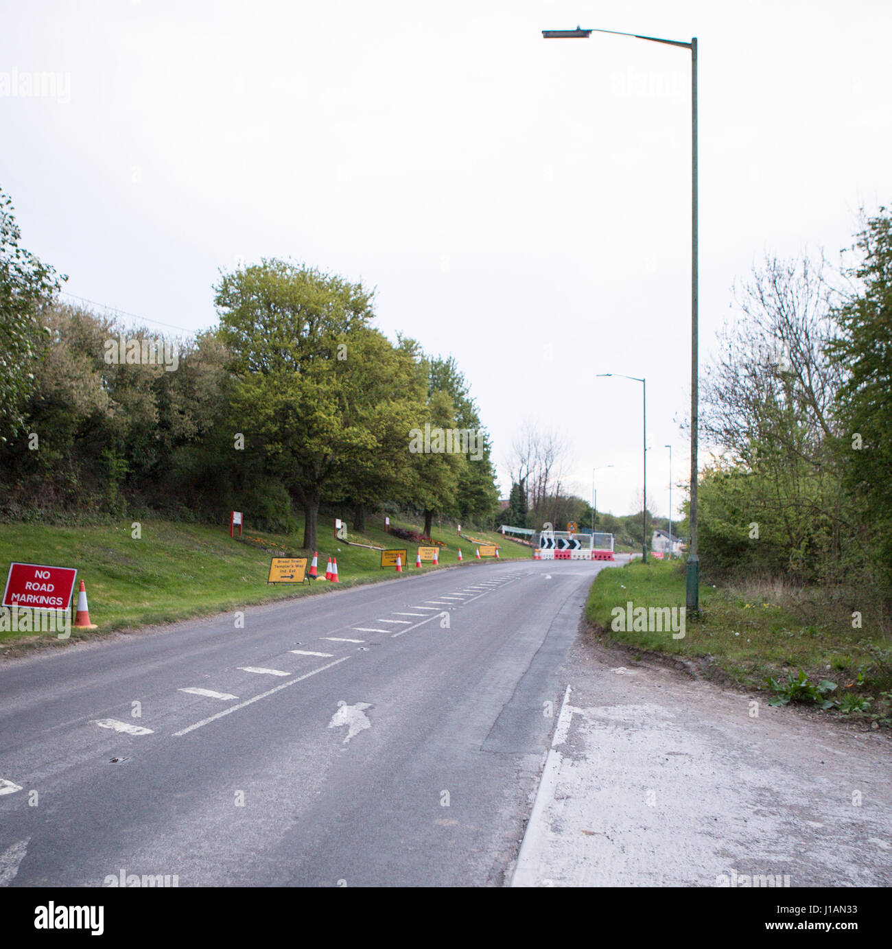 Royal Wootten Bassett, UK. 20th Apr, 2017. Further delays for Royal Wootton Bassett residents as the A3102 remains - Stock Image