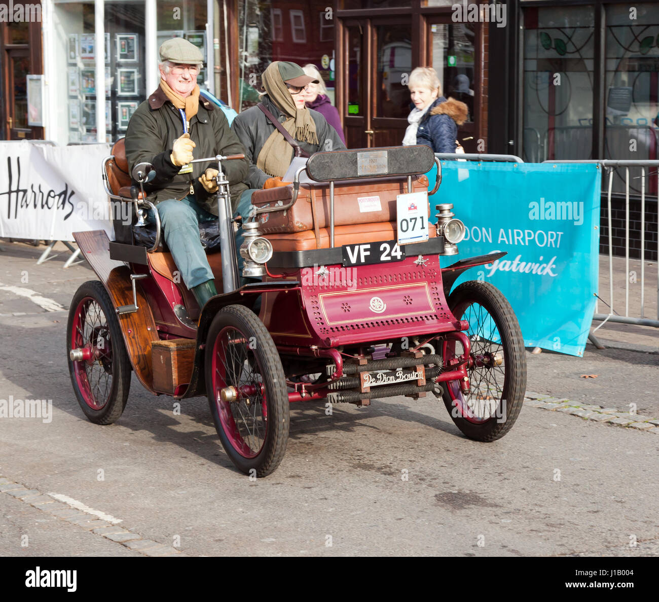 A 1901 De Dion Buton, Driven by Mr John Banner, passes through Crawley High Street, during the 2016 London to Brighton - Stock Image