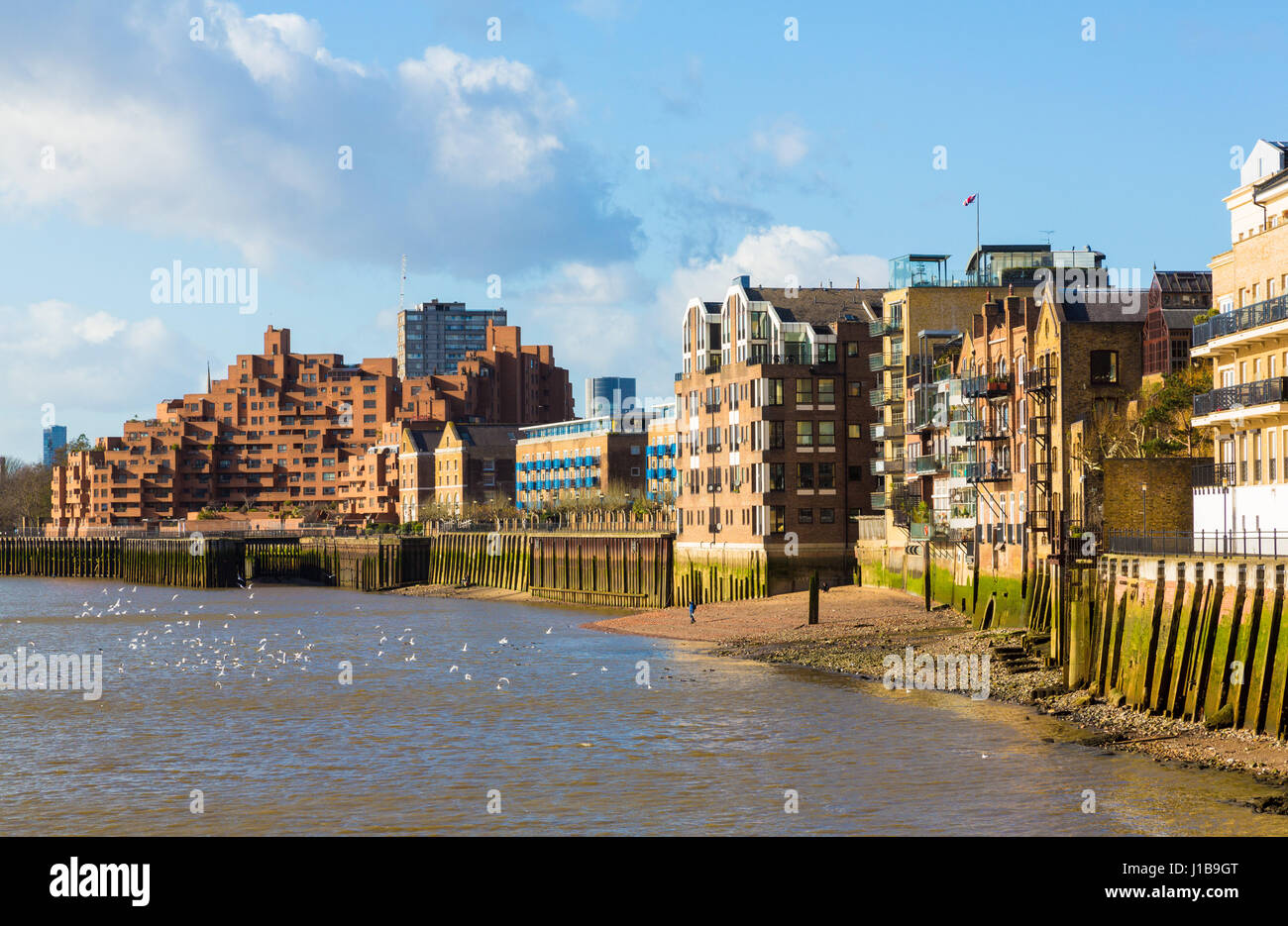 Residential apartment buildings on the River Thames from Canary Wharf, Docklands, London, England - Stock Image