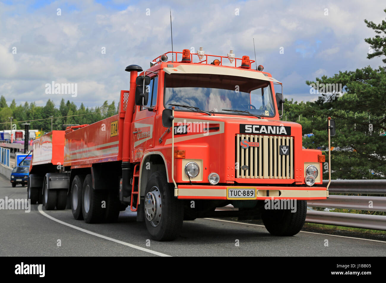 HAMEENLINNA, FINLAND - JULY 16, 2016: Red conventional Scania 141 combination vehicle for construction of Tarmo - Stock Image