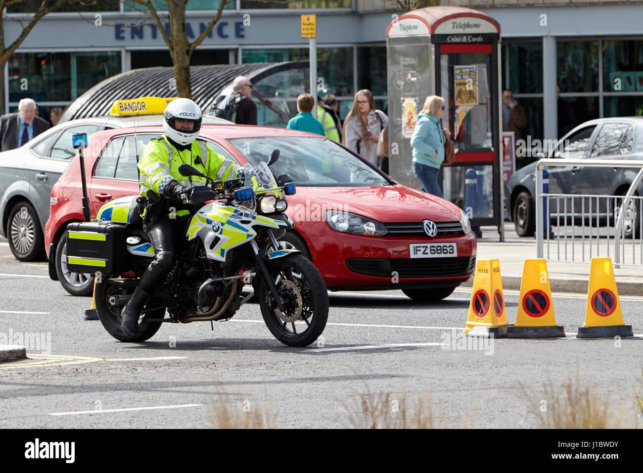psni police officer traffic police on bmw motorbike northern ireland - Stock Image