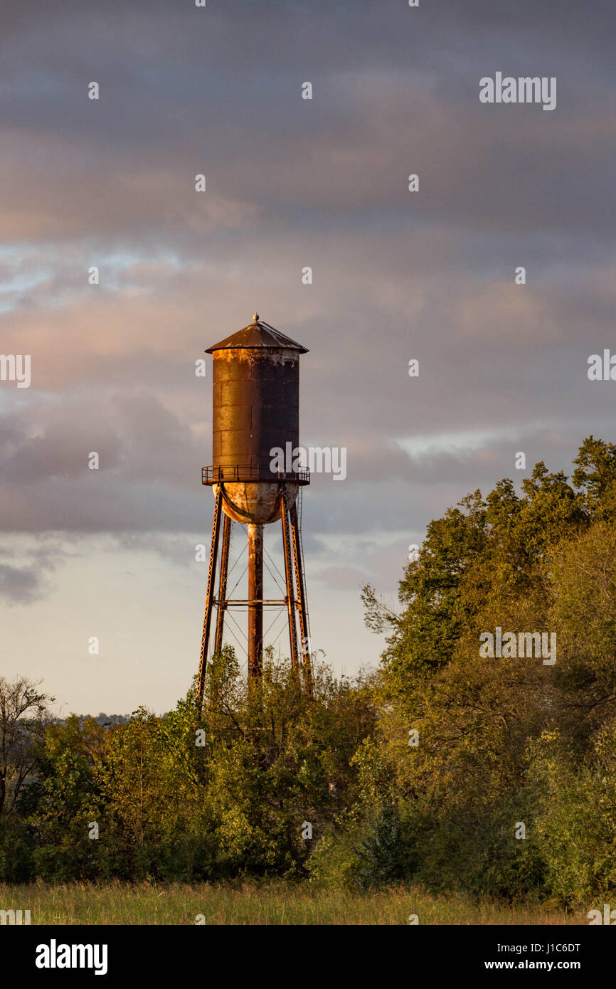 Old Rusty Water Tower at Sunset Stock Photo: 138566116 - Alamy