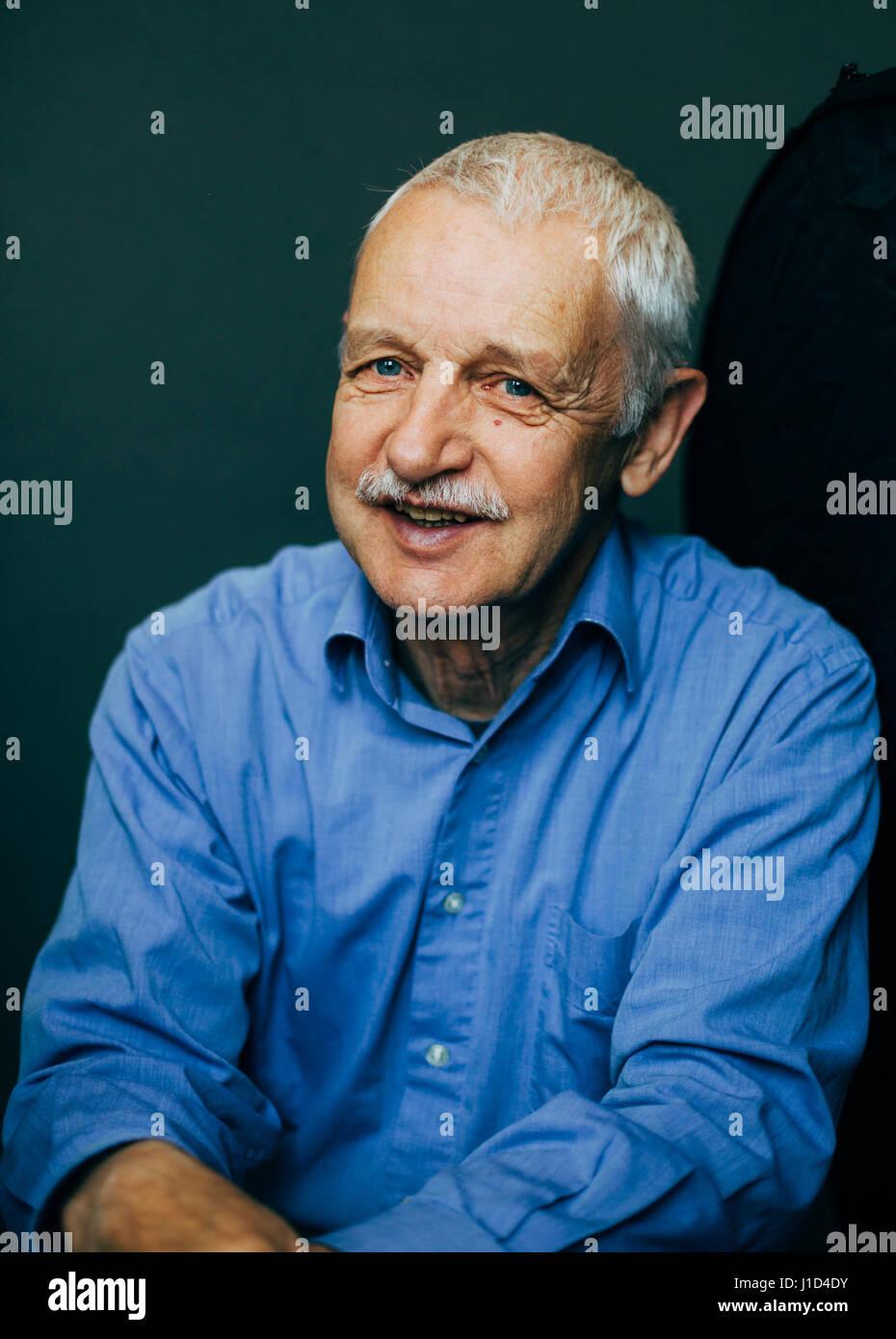 old man smiling - Stock Image