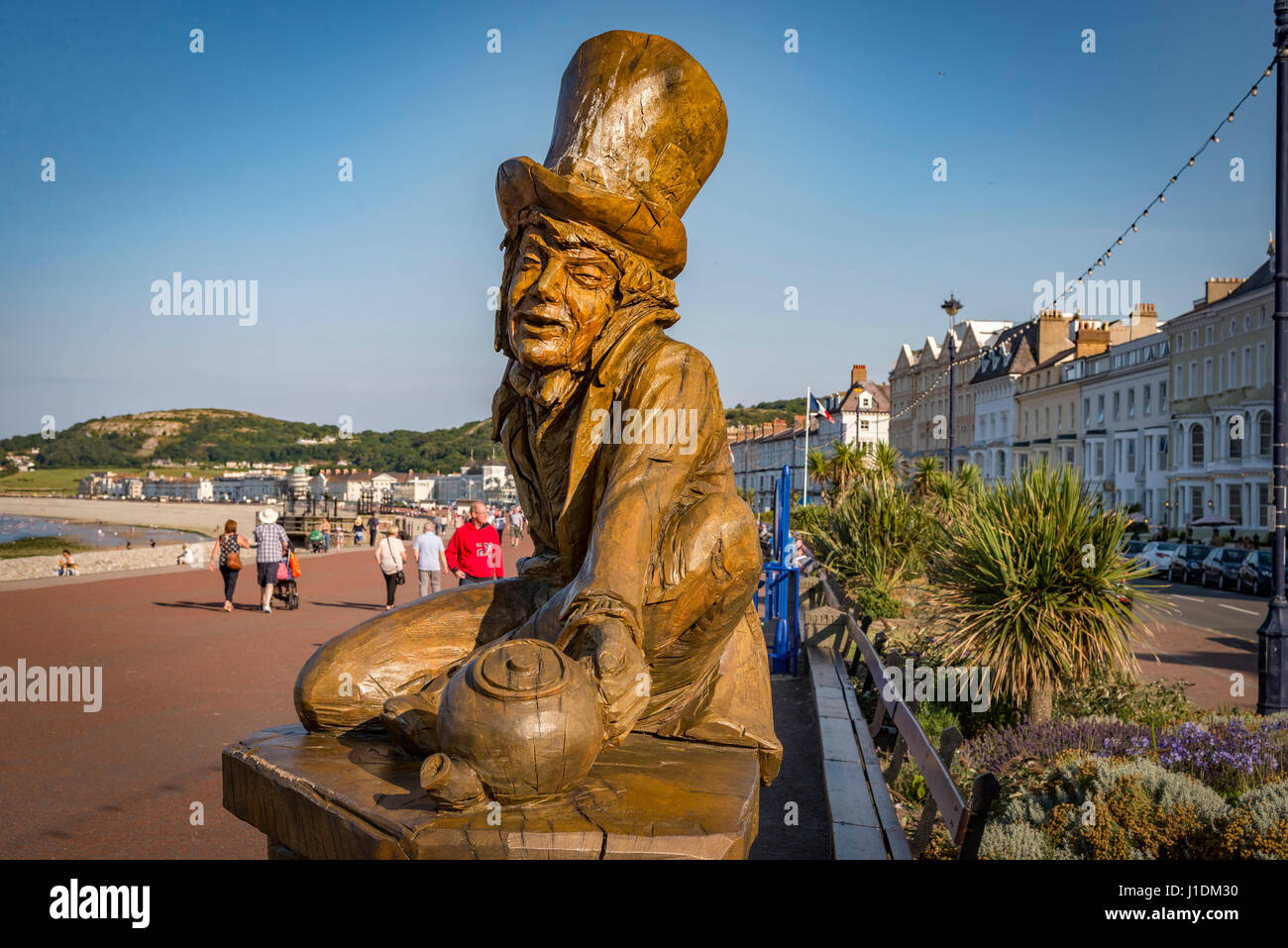 The  Mad Hatter sculpture in wood on the promenade at Llandudno in Gwynedd North Wales. Part of the Alice in Wonderland - Stock Image