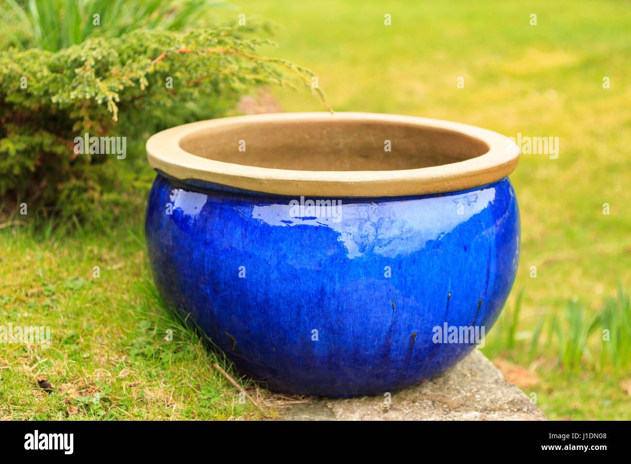 Merveilleux Big Blue Ceramic Glazed Outdoor Garden Pot   Stock Image