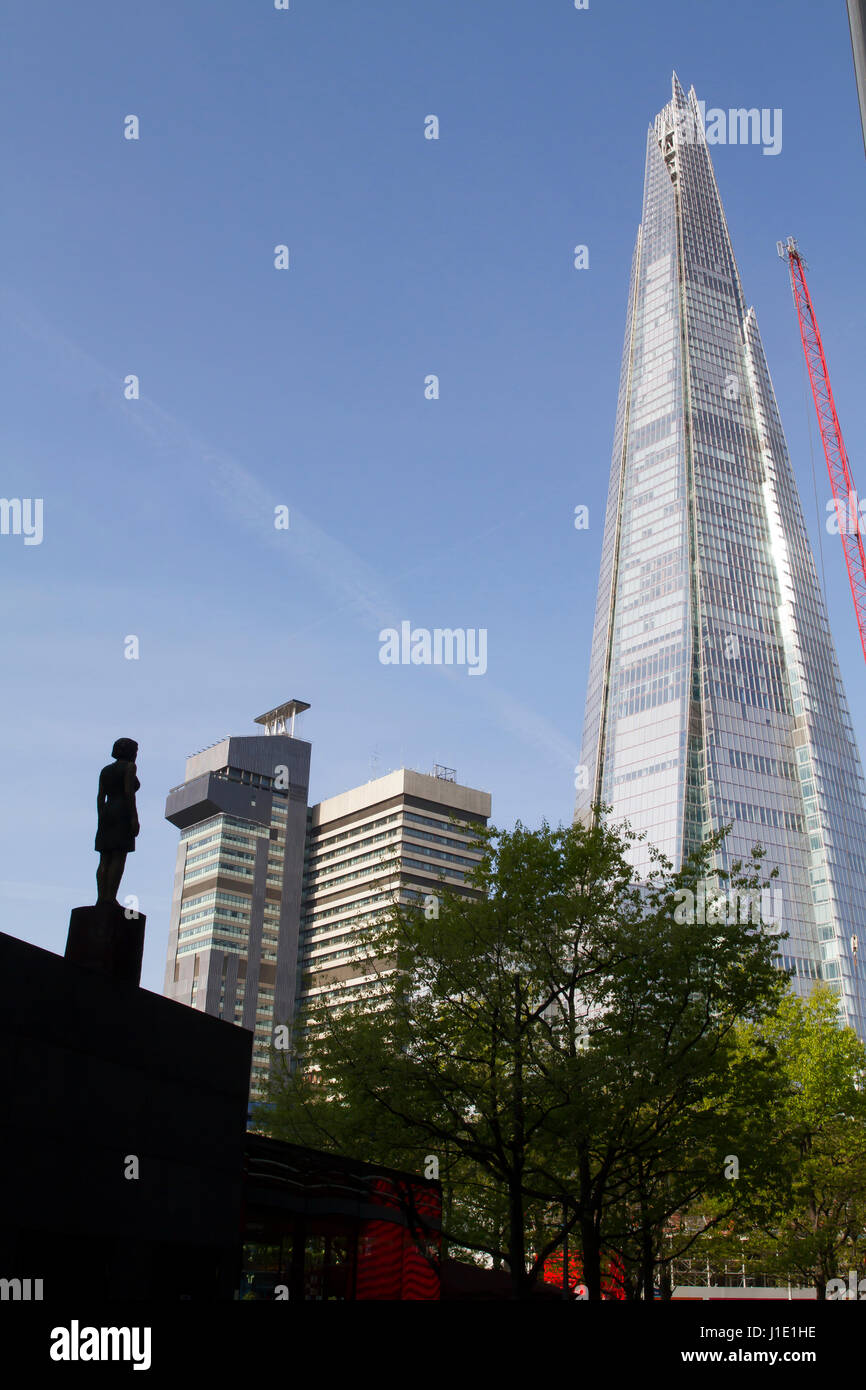 London, UK. 20th Apr, 2017. Blue skies over The Shard in London Credit: Keith Larby/Alamy Live News - Stock Image
