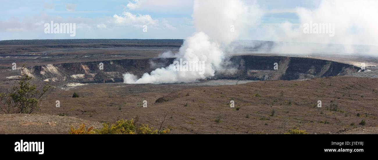 Hale Ma'uMa'u Volcano Crater, most volcanically active area of Kilauea Caldera, Big Island - Stock Image