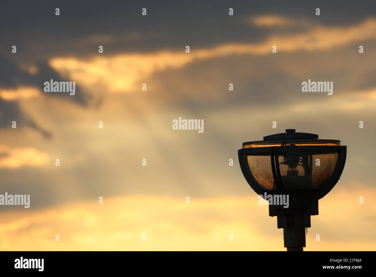 Straßenlaterne im Sonnenuntergang - Stock Image