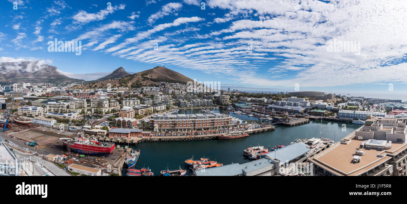 Panoramic view of The Silo Hotel on Victoria and Alfred Waterfront, Cape Town, rear Signal Hill, Lionshead and Tafelberg - Stock Image