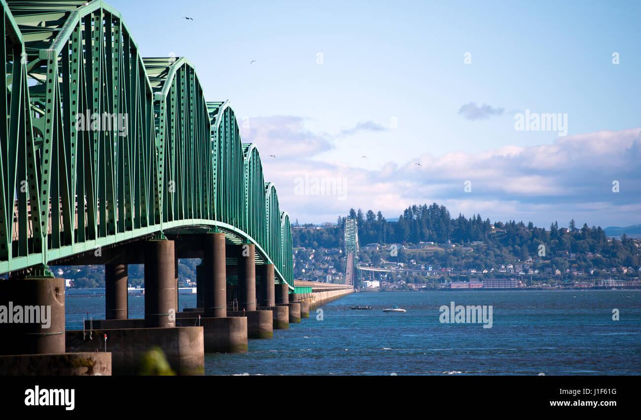 Original and unique engineering solution bridge across the Columbia River in Astoria, bridge made of steel trusses - Stock Image