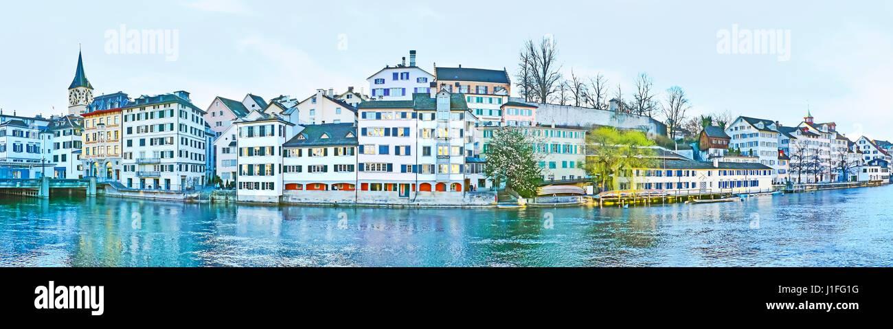 The Lindenhof hill at the Limmat river occupied with historic quarter Schipfe, Zurich, Switzerland. - Stock Image