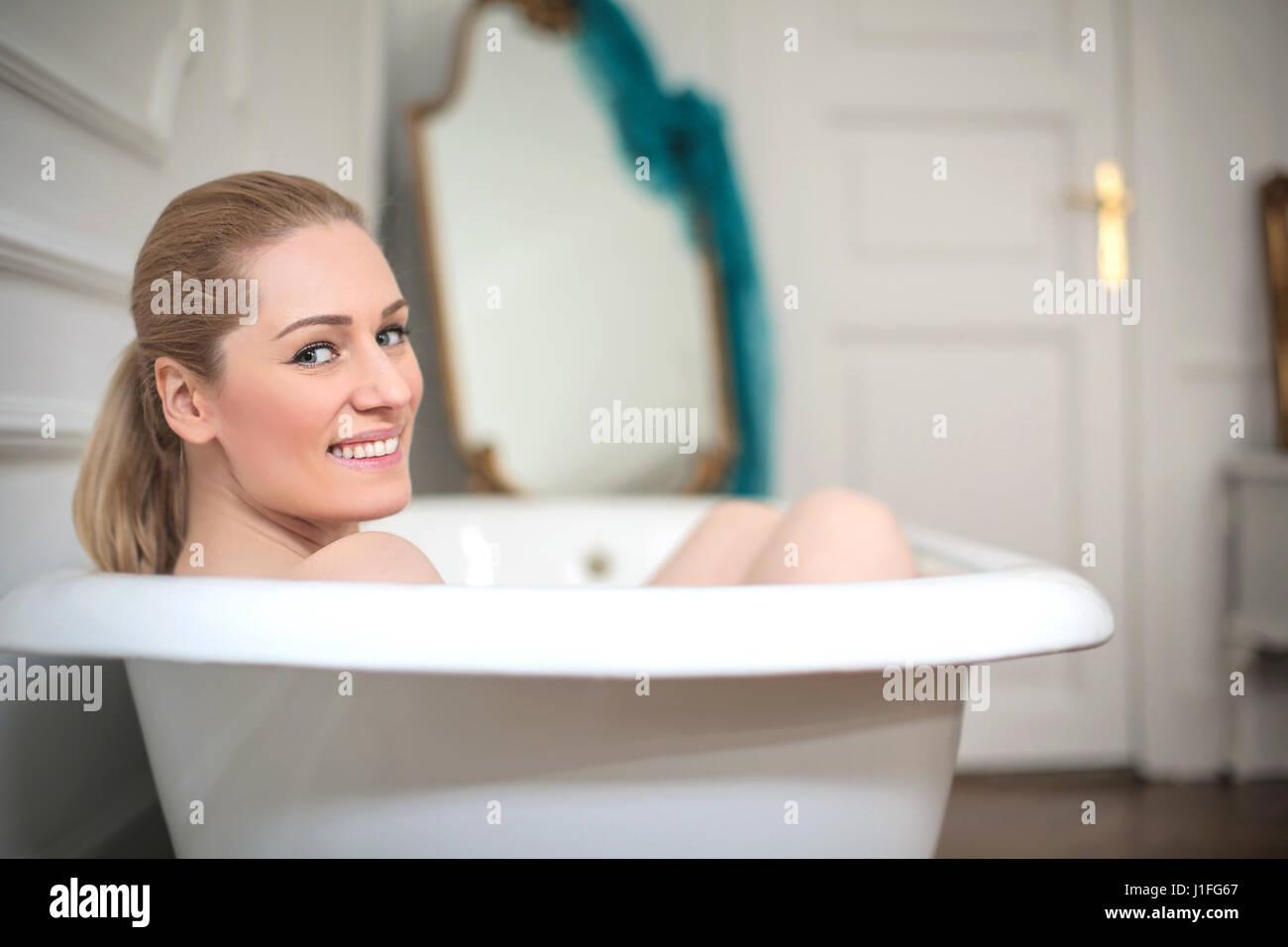 Woman In Vintage Bath Stock Photos Amp Woman In Vintage Bath