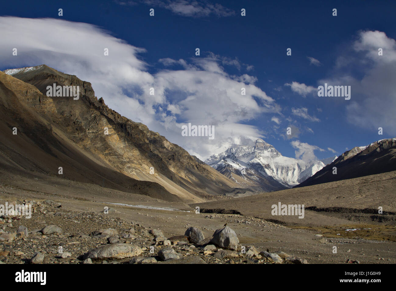 Mount Everest, the tallest mountain in the world and part of the Himalayan Mountain Range, as viewed from the Rongbuk - Stock Image