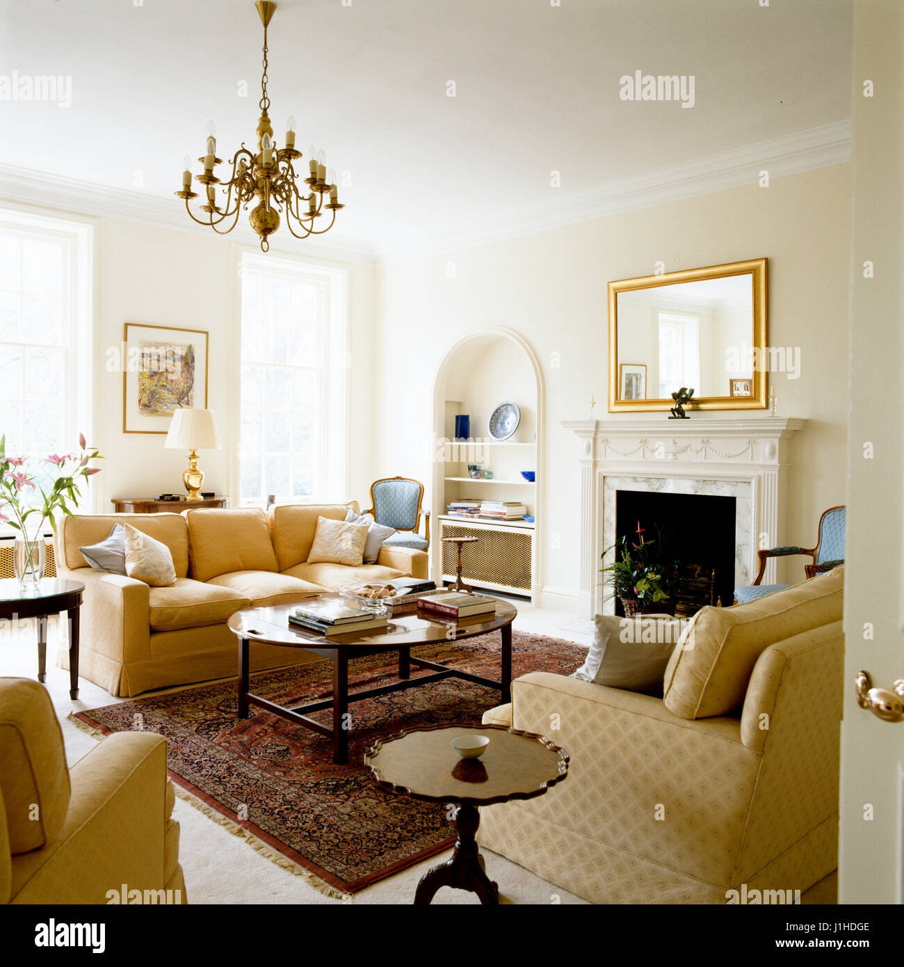 Gustavian living room with chandelier Stock Photo: 138681438 - Alamy