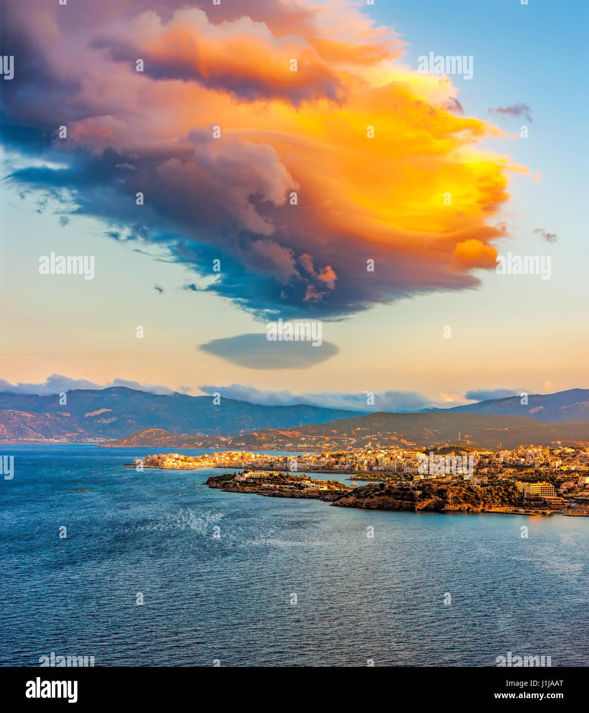 Sunset over the island of Crete, the Bay of Mirabella and Agios Nikolaos, Crete, Greece. - Stock Image