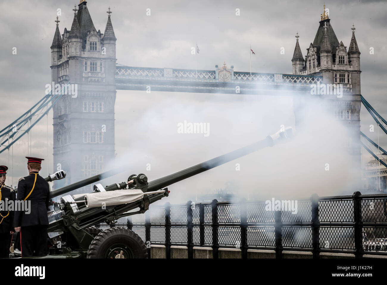 London, UK. 21st April, 2017. 62-gun salute fired by the Honourable Artillery Company at the Tower of London on Stock Photo