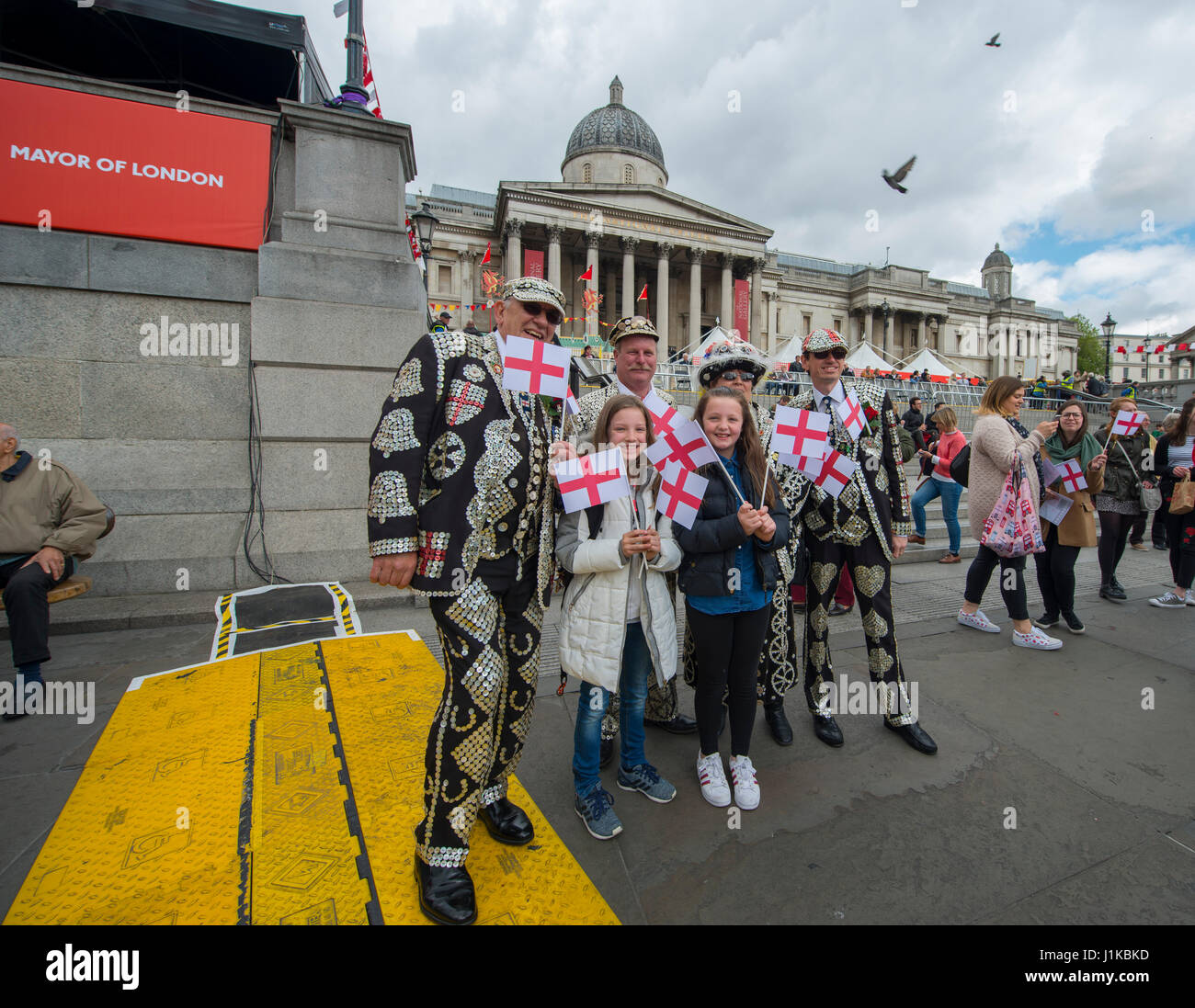 Trafalgar Square, London, UK. 22nd Apr, 2017. London celebrates St Georges Day at the Mayor of London's annual - Stock Image