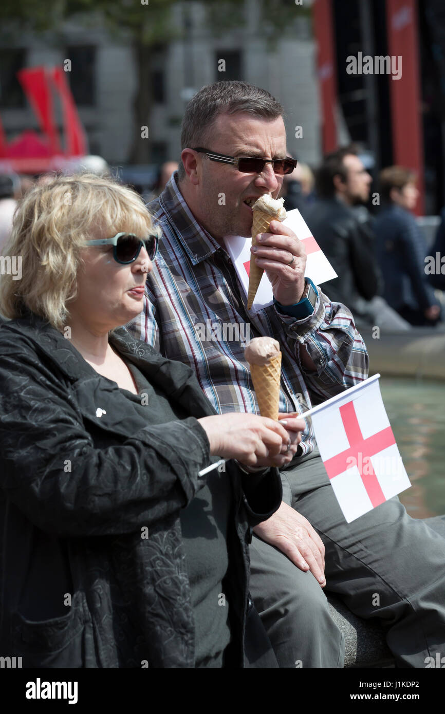 Trafalgar Square,UK,22nd April 2017,A couple enjoy an ice cream at The Annual Feast of St George celebrations which - Stock Image