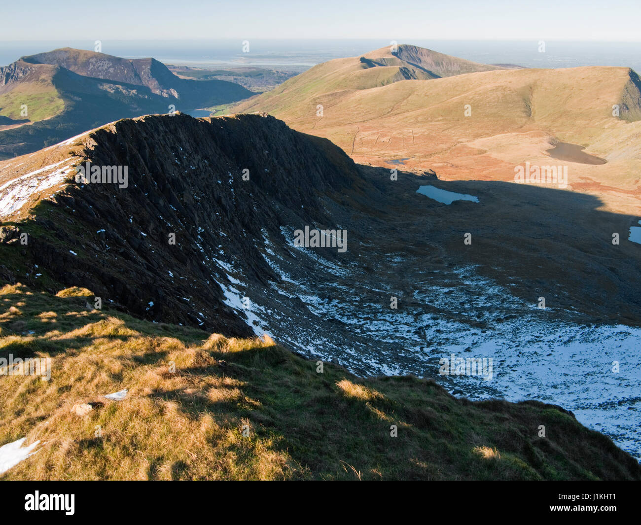 On Snowdon's Rhyd-Ddu path with a view across the cliffs of Llechog to Mynydd Mawr, Cwm Clogwyn and Moel Eilio Stock Photo