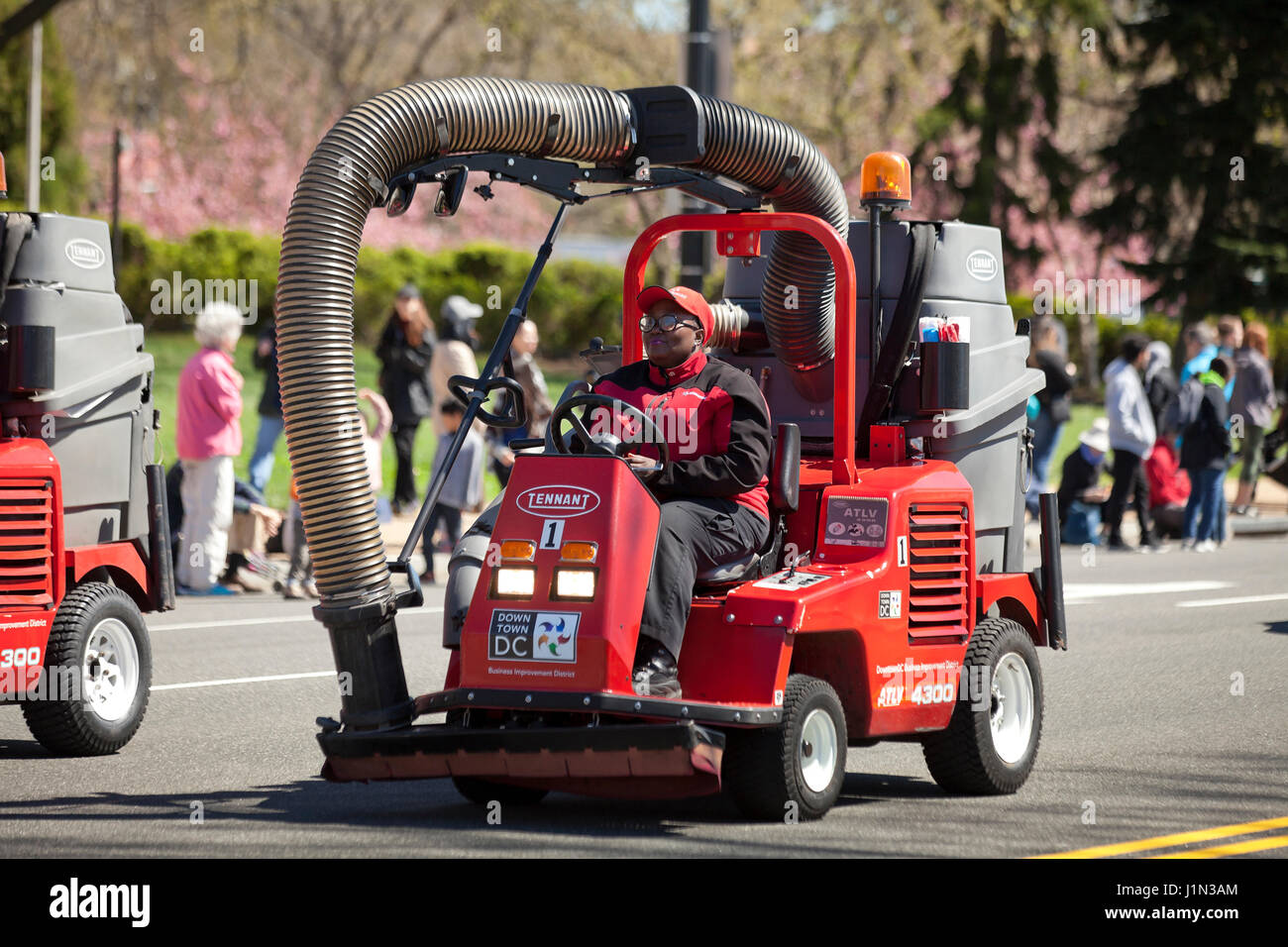 Tennant ATLV (All Terrain Litter Vacuum), street cleaning vehicle, used for urban street maintenance crew - Washington, - Stock Image