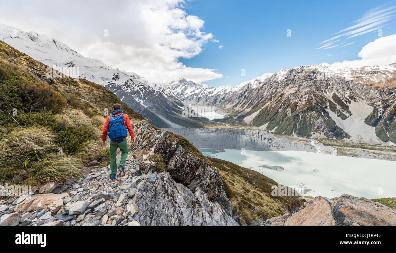 View of Mount Cook and Hooker Valley, Hikers on the Sealy Tarns Trail, Mount Cook National Park, Southern Alps - Stock Image