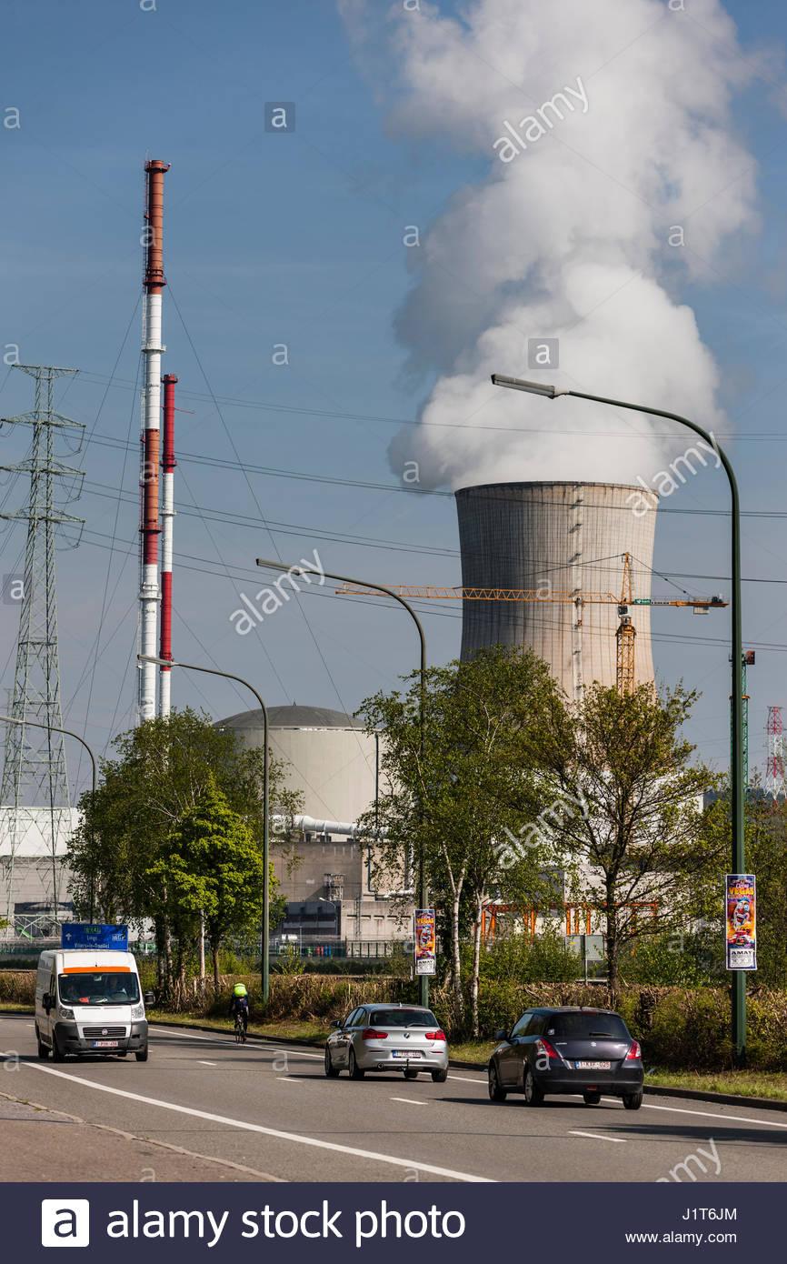 Huy, BEL, 20.04.2017  Das Kernkraftwerk Tihange (Centre nucleaire) am Ufer der Maas ist eines von zwei AKWs in Belgien. - Stock Image