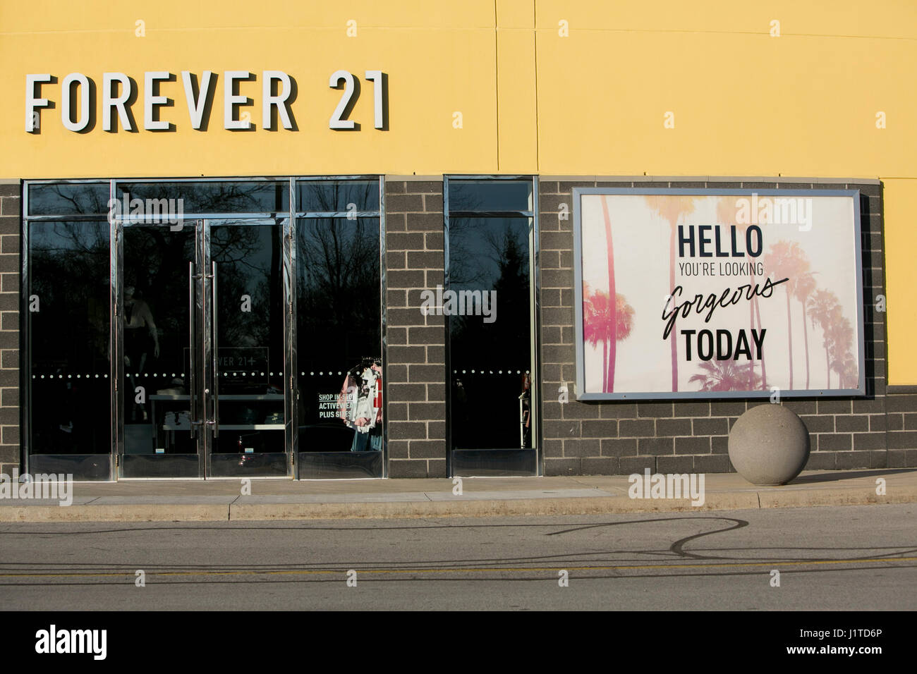 A logo sign outside of a Forever 21 retail store in Burlington, ON, Canada on April 14, 2017. - Stock Image
