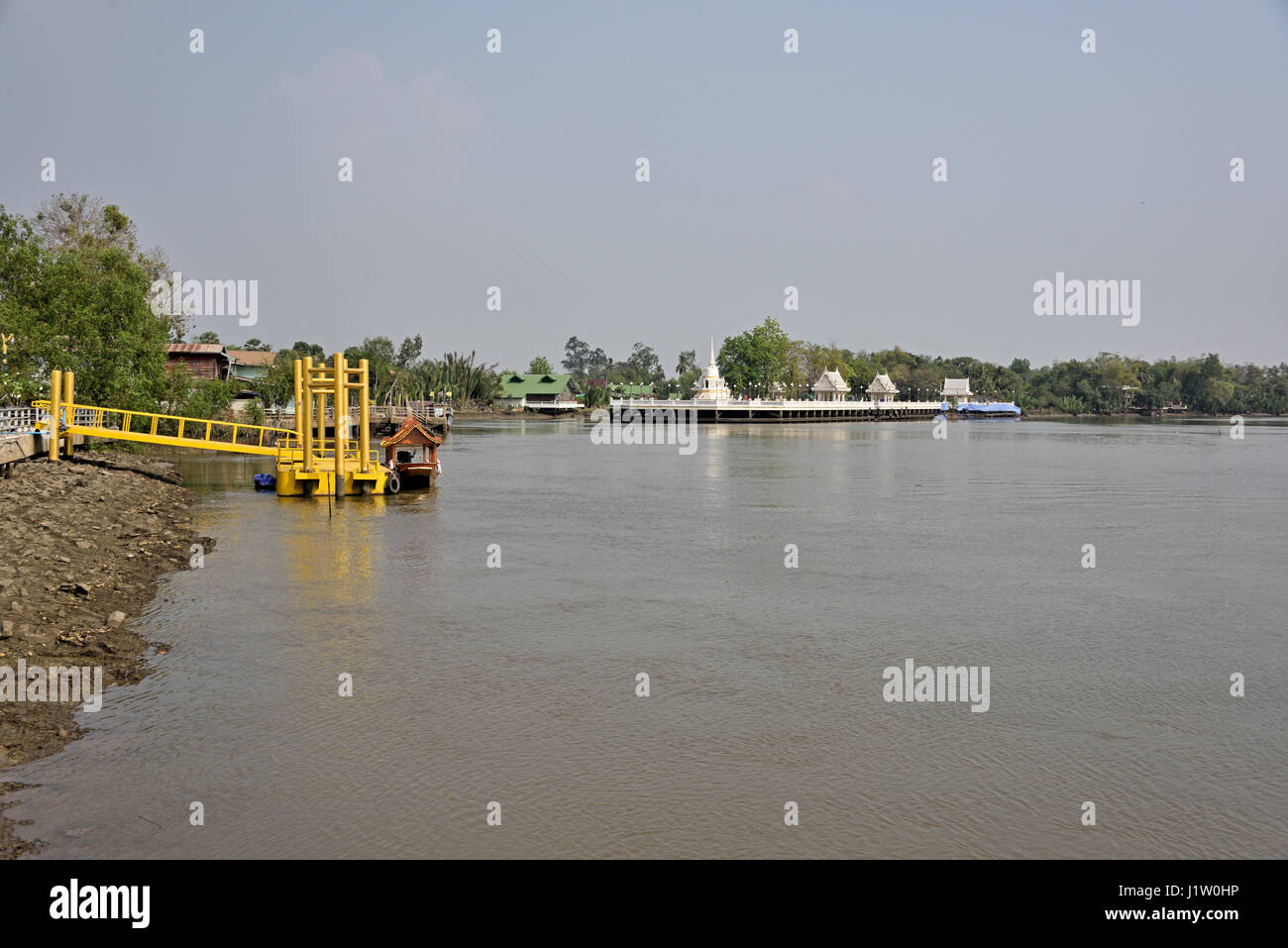 River landing for Wat Paknam Jolo (Golden Temple) in Bang Khla in Chachoengsao in Central Thailand - Stock Image
