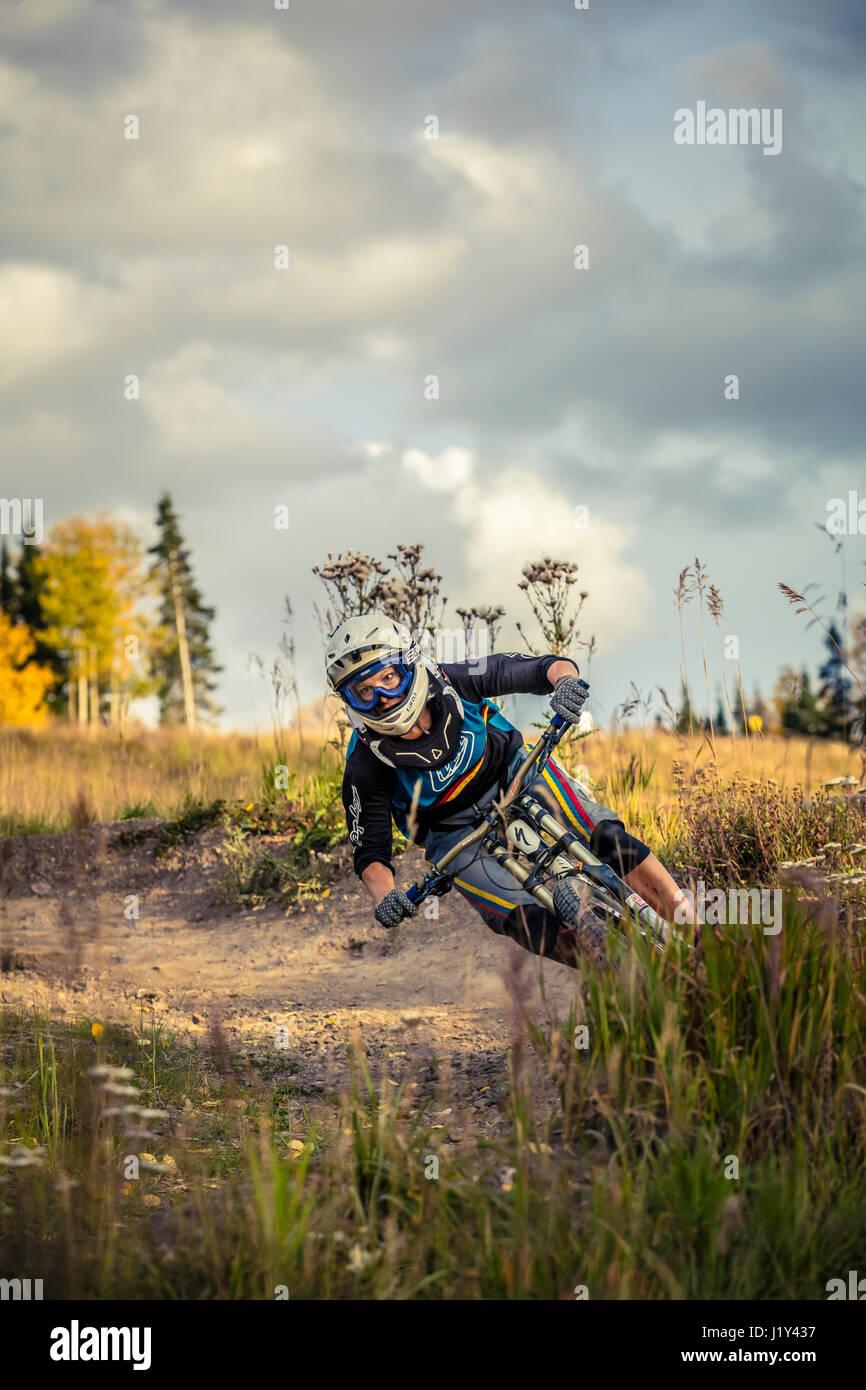 Aurelie Slegers mountain biking in Telluride, Colorado. - Stock Image
