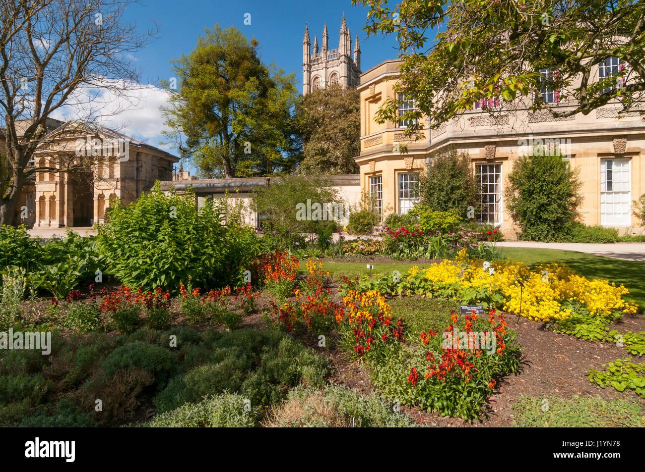 Oxford, Oxfordshire, UK. 22nd Apr, 2017. UK Weather, Oxford, Oxfordshire, UK. 22nd April 2017, People enjoy sunny Stock Photo