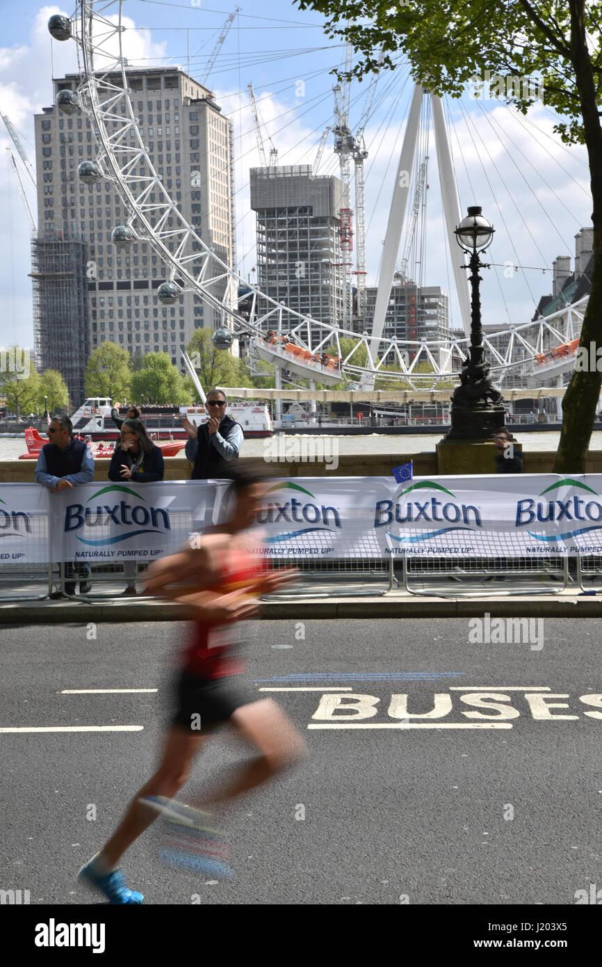 London, UK. 23rd Apr, 2017. Runners take part in the 2017 London marathon Credit: Matthew Chattle/Alamy Live News Stock Photo
