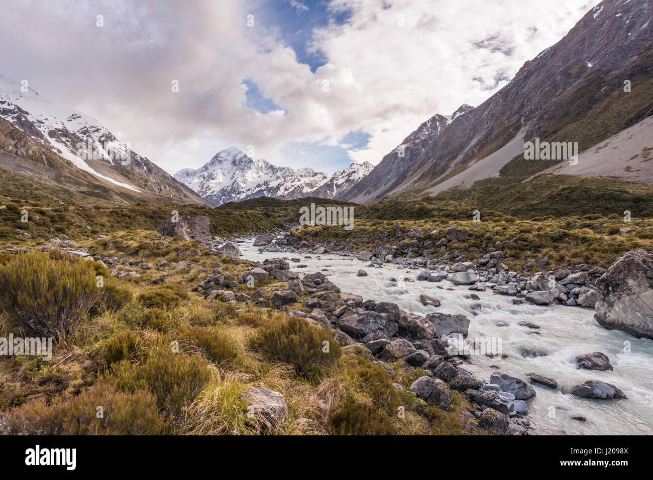 River flowing through valley, Hooker River, at back Mount Cook, Hooker Valley, Mount Cook National Park, Southern - Stock Image