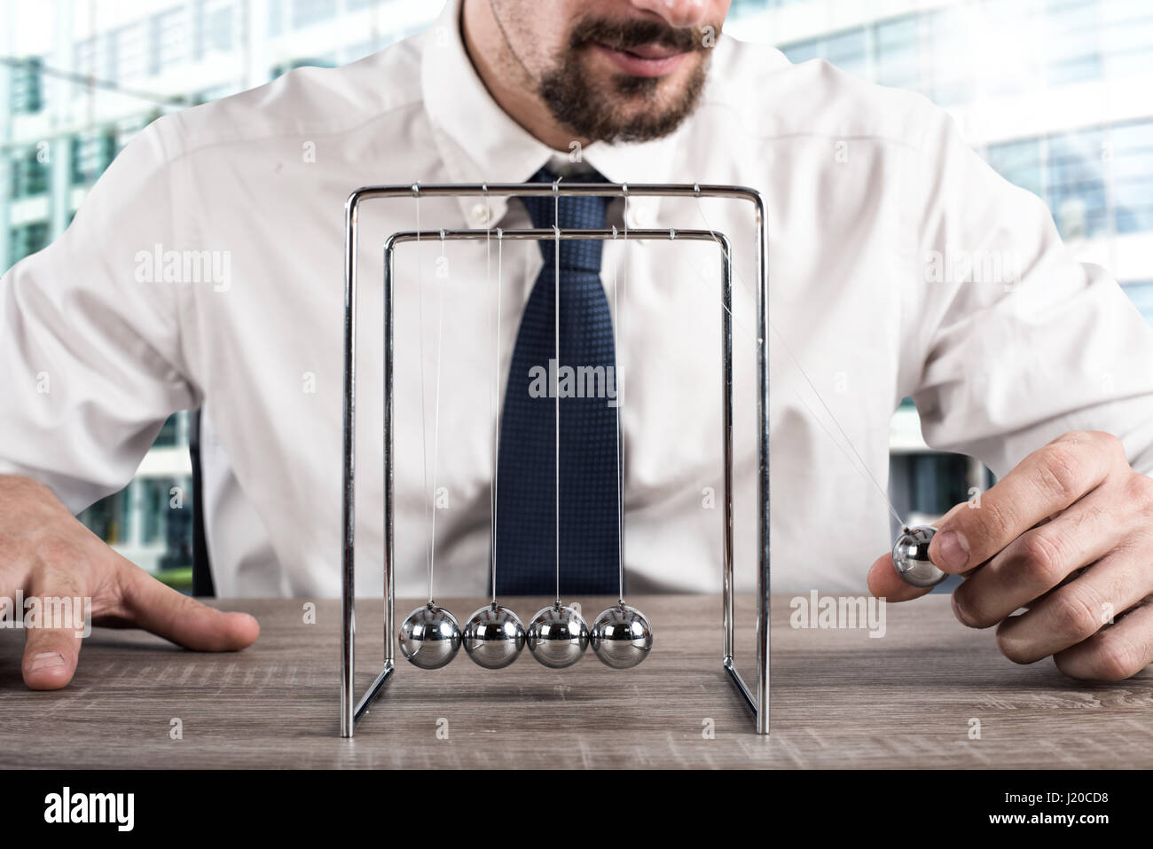 Business Newtons cradle - Stock Image