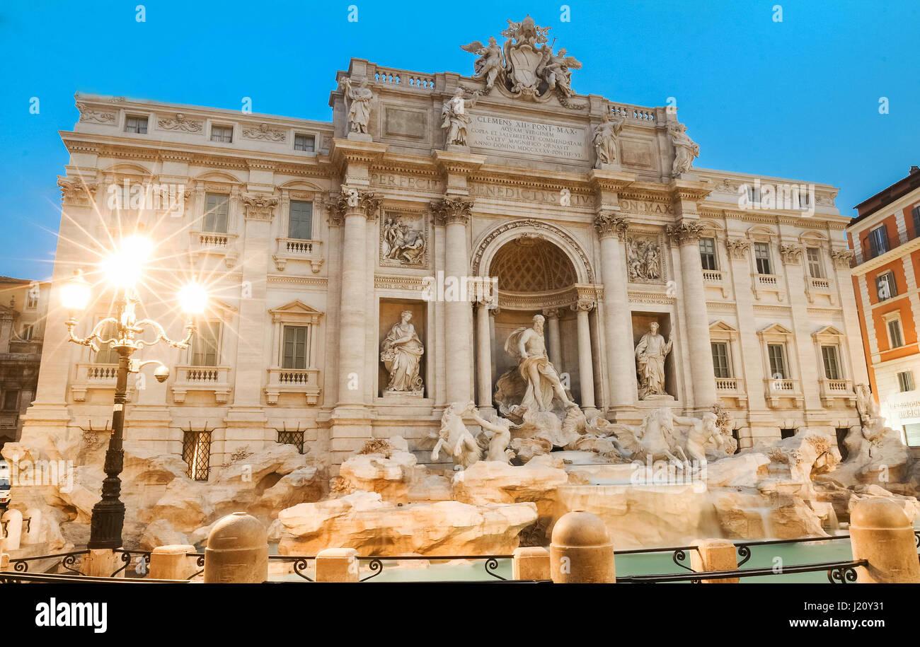 Trevi fountain by night, Rome, Italy. - Stock Image