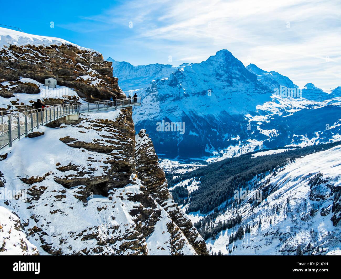 Schweiz, Kanton Bern, Berner Oberland, Interlaken-Oberhasli, First, Grindelwald, Blick vom First Cliff Walk auf - Stock Image
