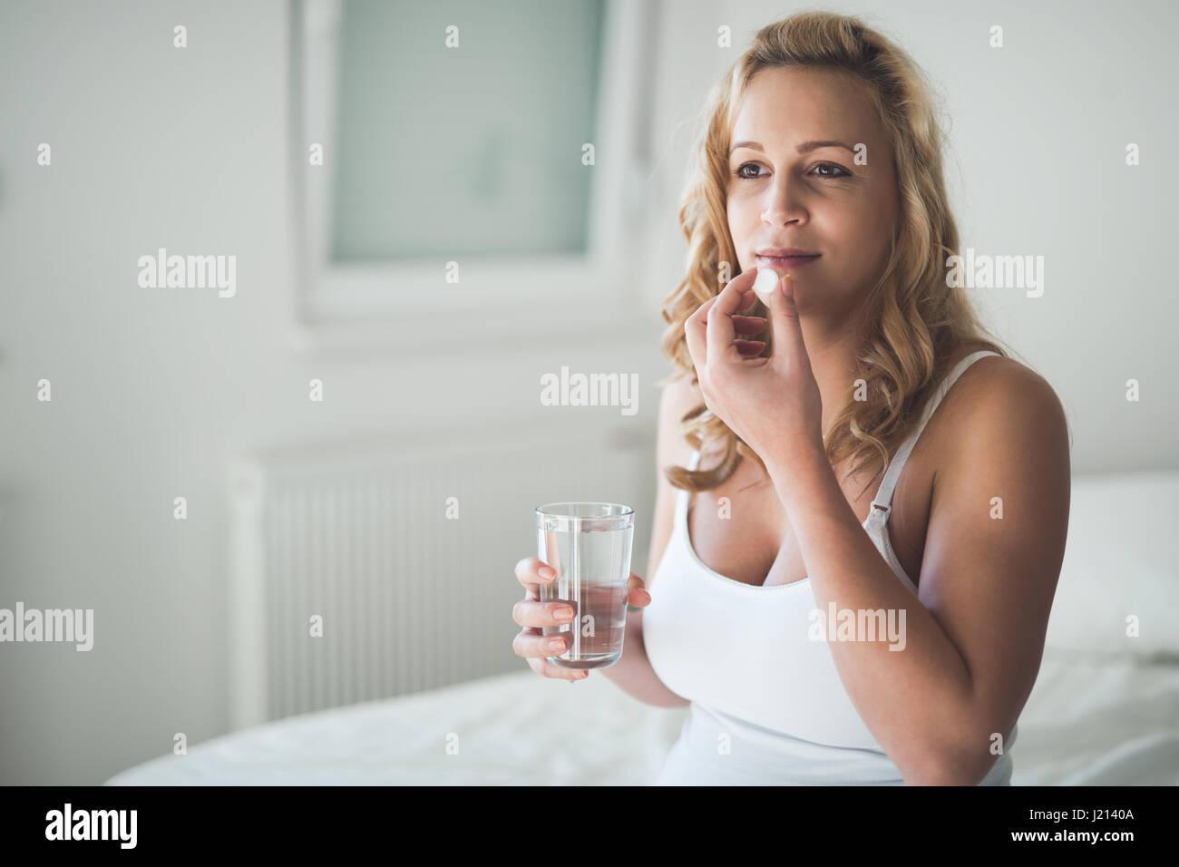 Teenage girl morning nausea — photo 10