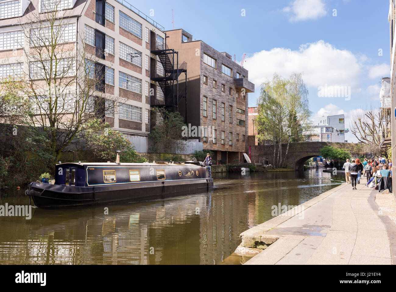 House boat sailing in a stretch of the Regent's Canal in Haggerston, Hackney, East London. Known as the Haggerston - Stock Image