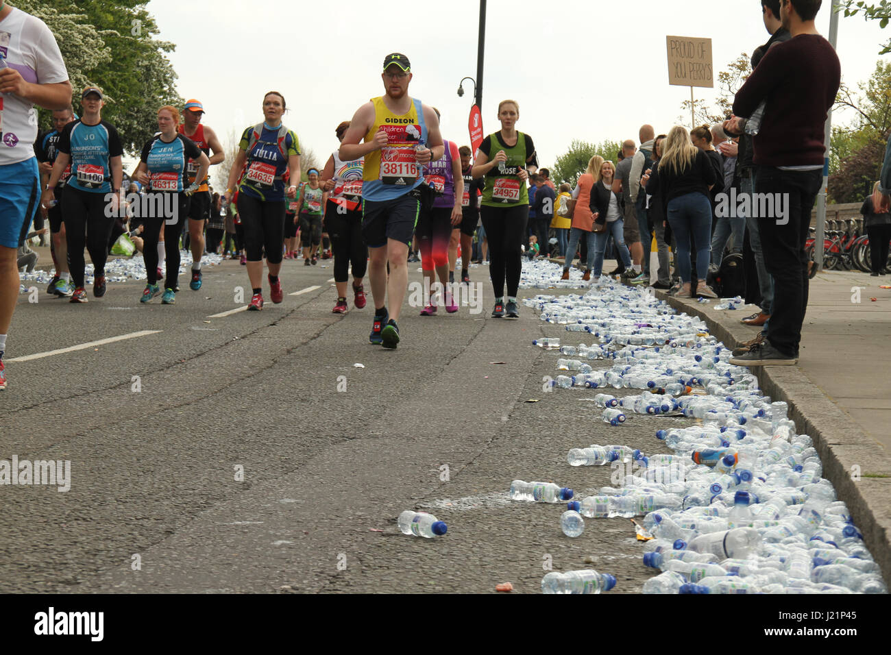 London, UK. 23rd Apr, 2017.   Used water bottles litter the route as runners race past the 17 mile mark at Madchutte Stock Photo