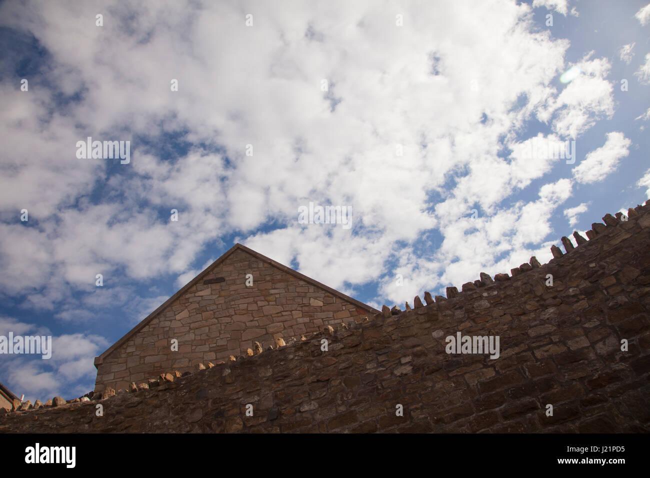 Edinburgh, Scotland, UK. 23rd Apr, 2017. Wide view of the stone houses on the shore of Prestonpans near Edinburgh - Stock Image