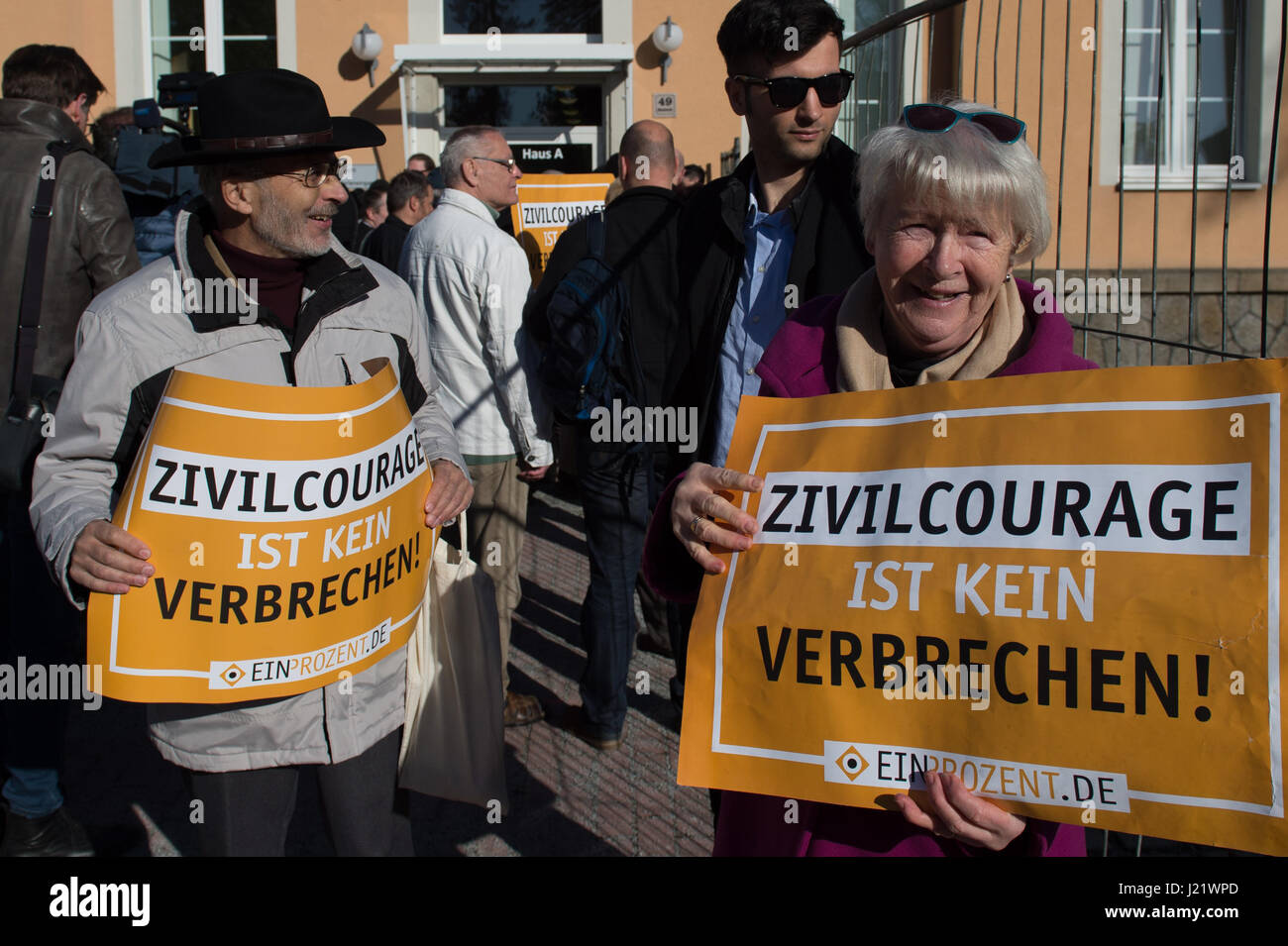 Kamenz, Germany. 24th Apr, 2017. Demonstrators hold up signs reading 'Civic courage is not a crime' in front - Stock Image