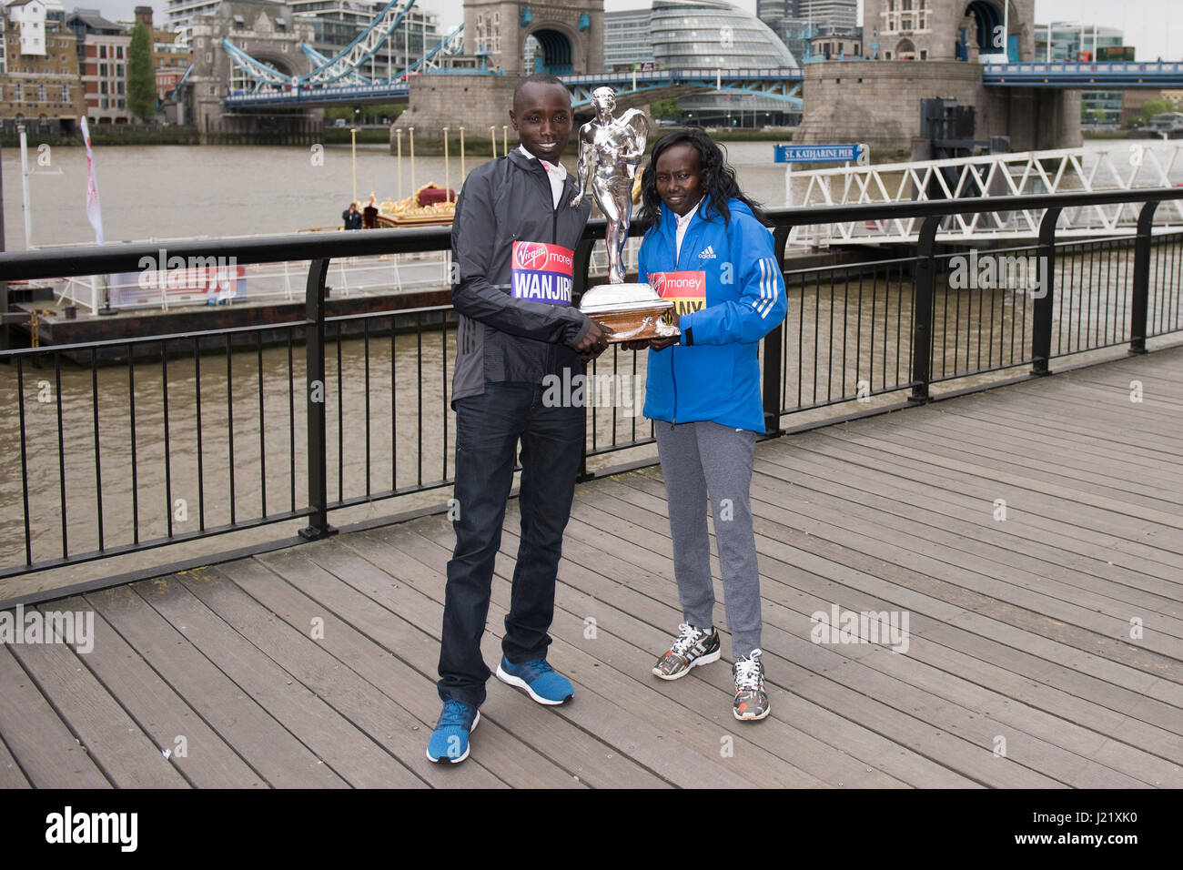 London, UK. 24th April, 2017. Mary Keitany KEN, Daniel Wanjiru KEN pose for photos at a photo call for the winners Stock Photo