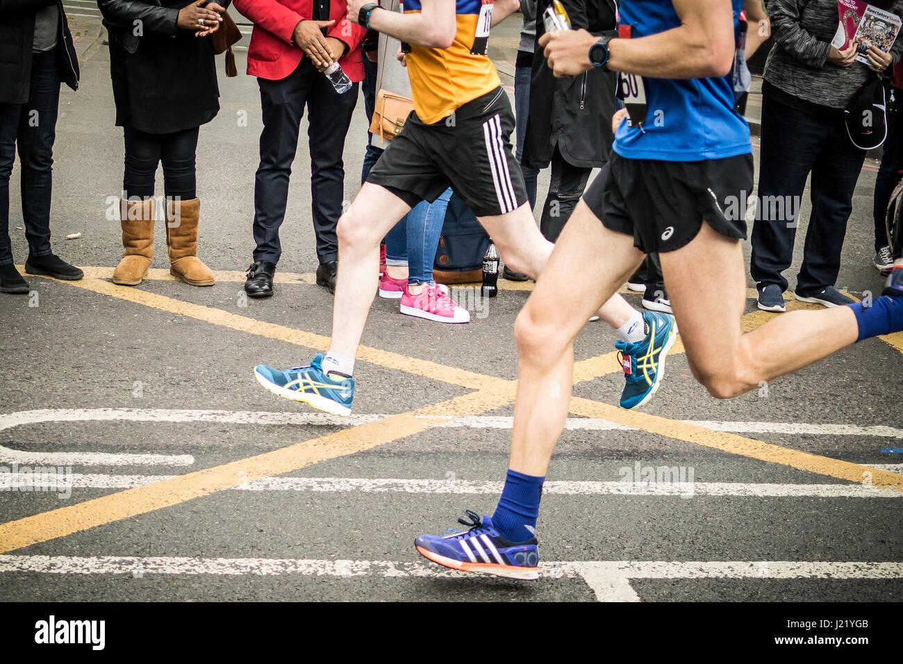 London, UK. 23rd Apr, 2017. Mass runners around the 18k point at Bermondsey Credit: Karen Hunt/Alamy Live News Stock Photo