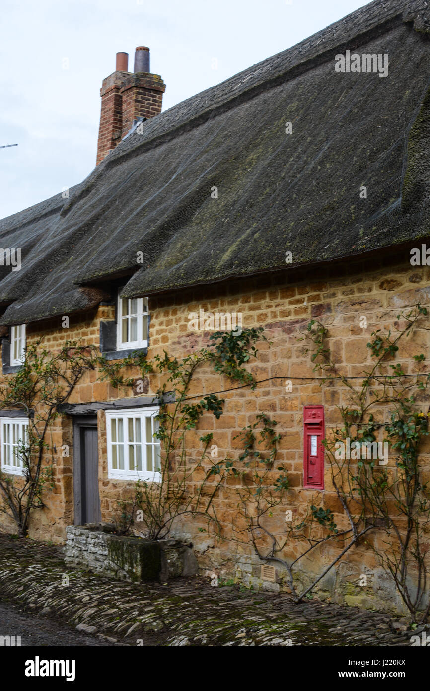 Cottage and post box Stock Photo: 138956718 - Alamy