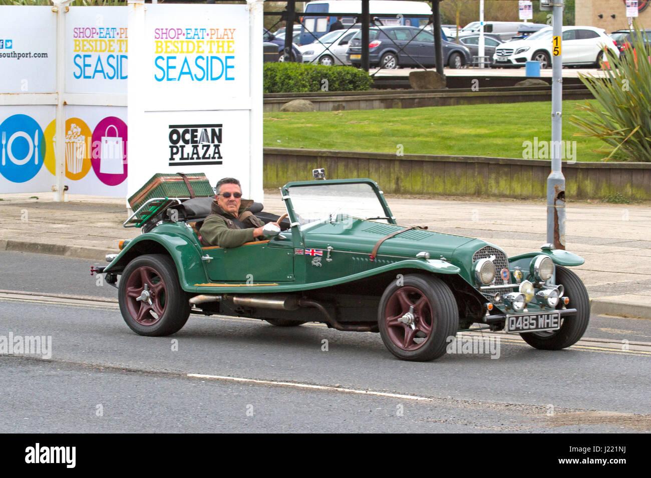 Speeding Vintage Car Stock Photos & Speeding Vintage Car Stock ...