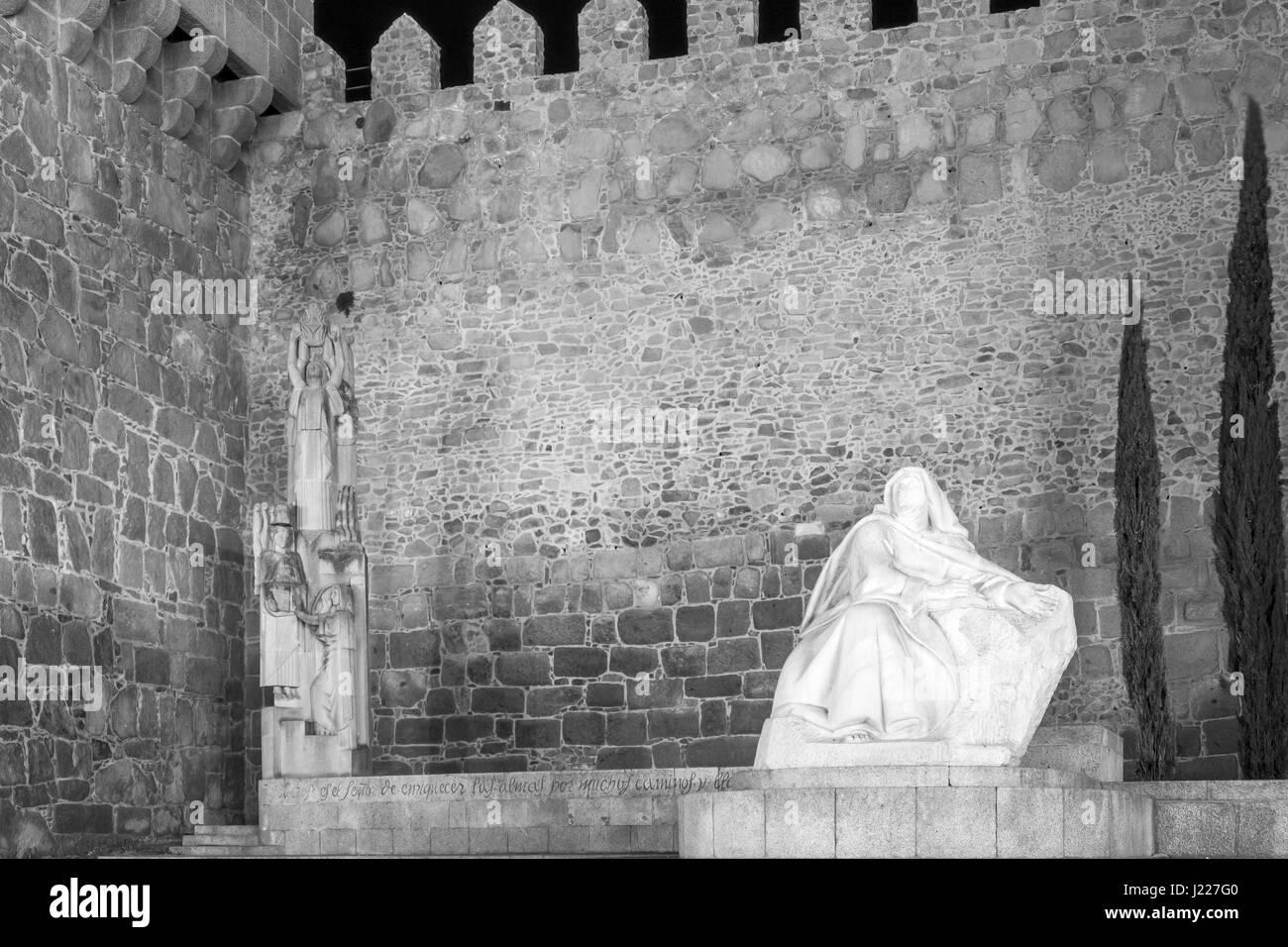 Sculpture of St. Teresa of Jesus in the main square of Avila, Castilla y Leon, Spain - Stock Image