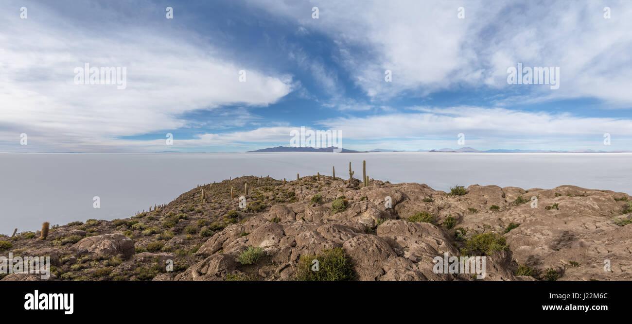Panoramic view of Incahuasi Cactus Island in Salar de Uyuni salt flat - Potosi Department, Bolivia - Stock Image