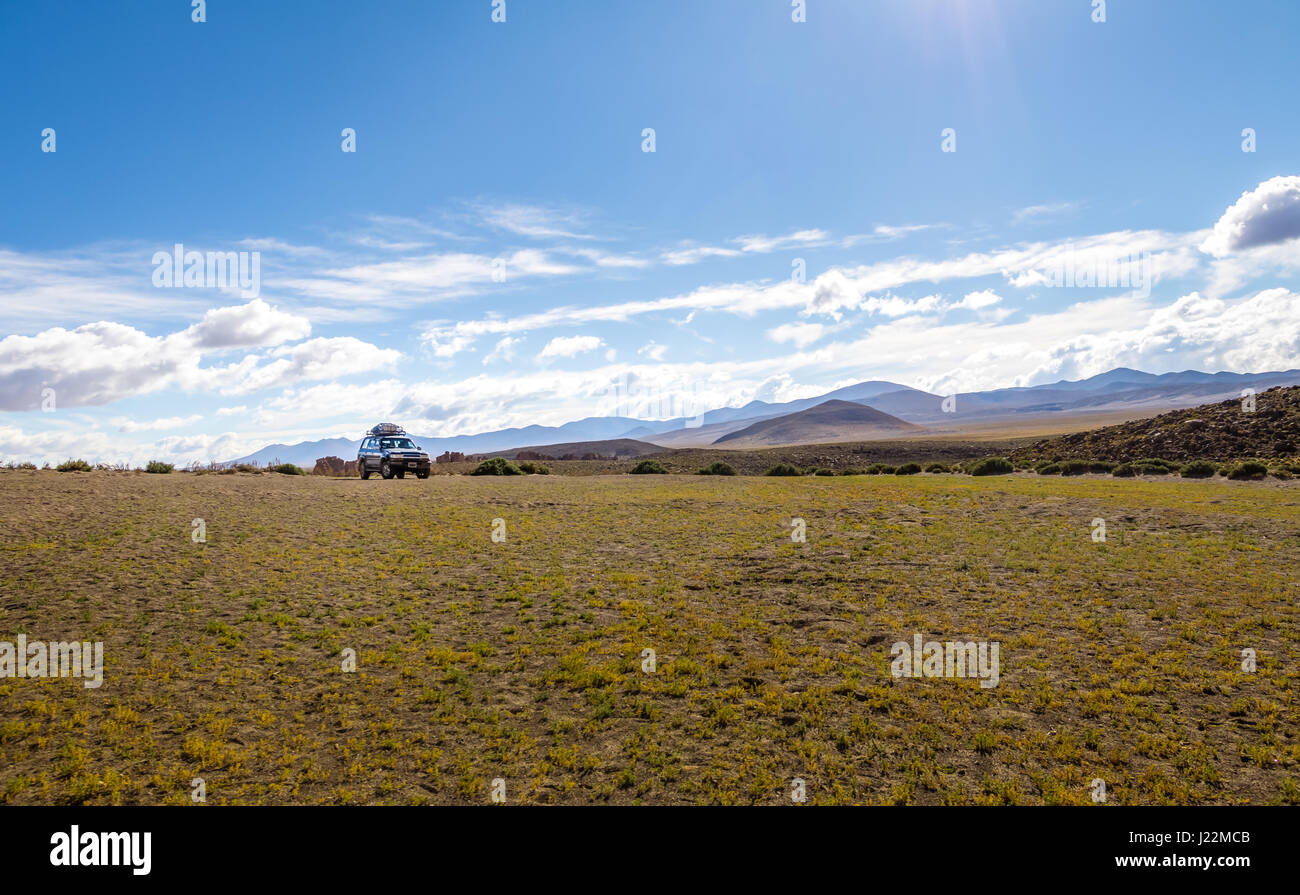 Off-road vehicle in Bolivean altiplano - Potosi Department, Bolivia - Stock Image